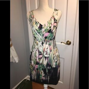 Elie Tahari beautiful v-neck dress like New!!